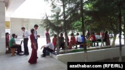 Ýokary okuw jaýyna giriş synaglarynyň geçýän döwri, Aşgabat