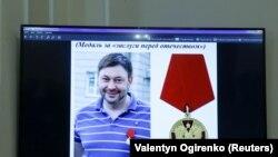 SBU malümatına köre, agentlikniñ reberi Kirill Vışinskiy (fotoda) daa evel Rusiyeniñ «Qırımnıñ qaytarıluvı» adlı medalinen taqdirlengen