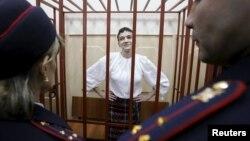 Надія Савченко в суді 17 квітня 2015 року