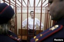 Надія Савченко у приміщенні суду. Москва, 17 квітня 2015 року