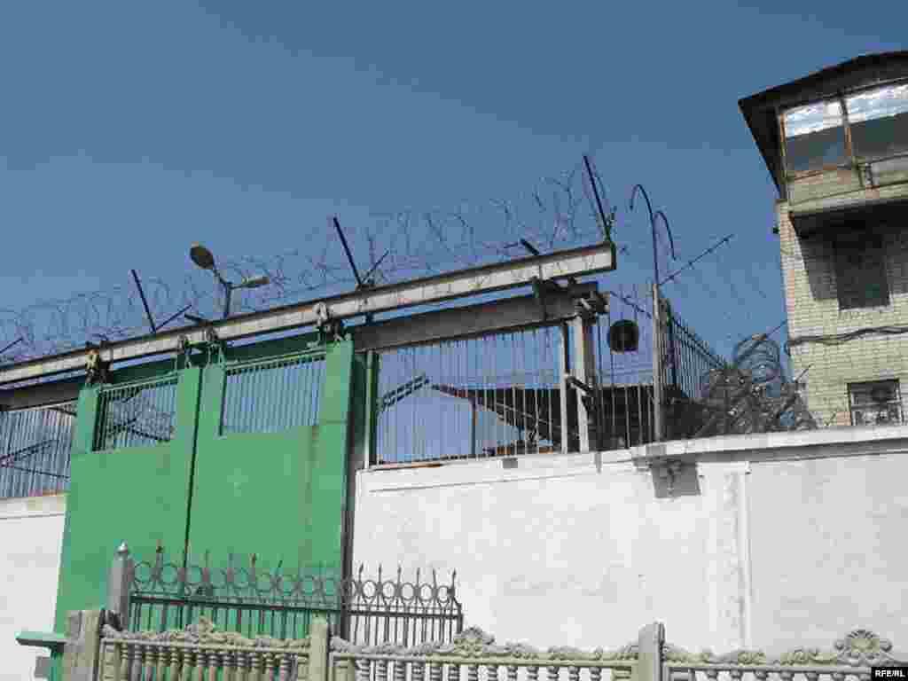 Головні ворота Черкаської зразкової виправної колонії №62, де відбувають покарання 1 437 засуджених.