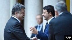 Петро Порошенко (л) і Маттео Ренці (п), архівне фото