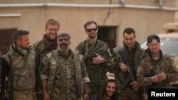 Бійці «Сирійських демократичних сил» в аеропорту Табки, квітень 2017 року