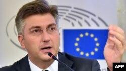 Украина -- Европарламенттин байкоочулар тобунун башчысы Андрей Пленкович маалымат жыйынында. Киев, 26-октябрь, 2015.
