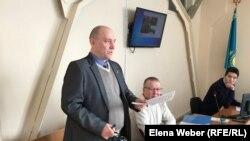 Журналист Олег Гусев, выступающий ответчиком по иску компании «АрселорМиттал Темиртау». Темиртау, 28 января 2019 года.