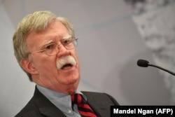 """Советник президента по национальной безопасности Джон Болтон выступает на саммите """"Вместе против ядерного Ирана"""" в Нью-Йорке 25 сентября 2018 года"""