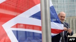 Brüssel qərargahının qarşısındakı Britaniya bayrağının endirilməsi