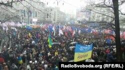 Акция протеста против решения украинских властей отказаться от соглашения с Евросоюзом. Киев, 24 ноября 2013 года.