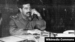 صدام حسین از نخستین روزهای انقلاب اسلامی در ایران به این رویداد نگاهی مردد داشت و خیلی زود به این نتیجه رسید که روحانیون شیعه که در ایران به قدرت رسیدهاند، یک تهدید تمام عیار برای حکومت تکحزبی عراق هستند.