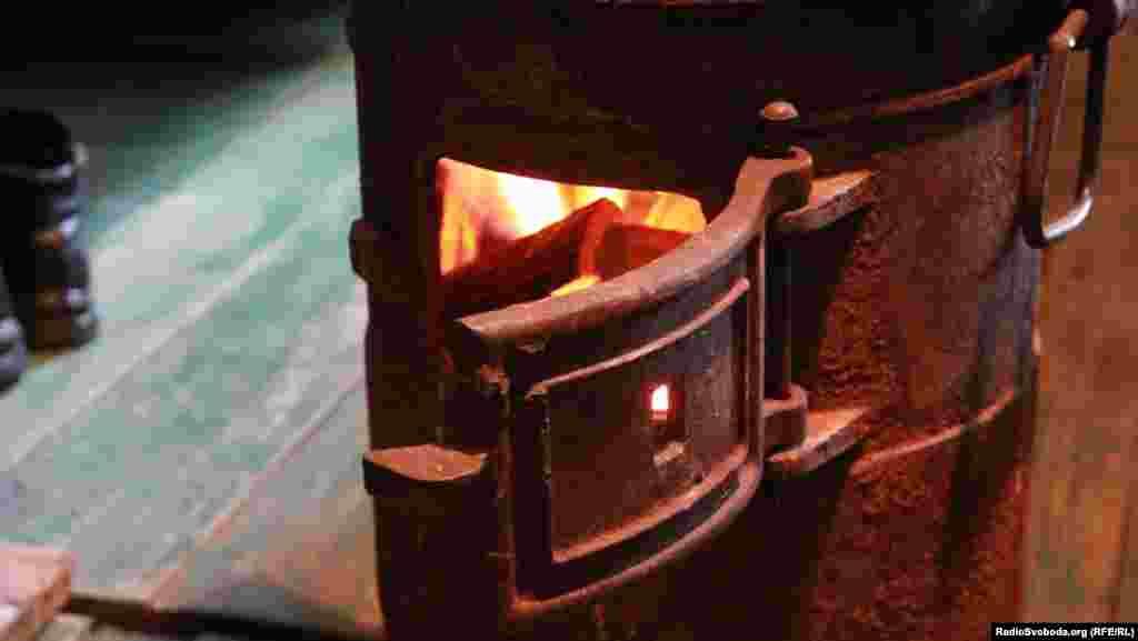 У наметових пунктах обігріву піч – єдине джерело тепла
