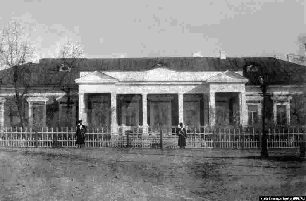 Дом губернатора области в Темир-хан-шуре(Буйнакске)
