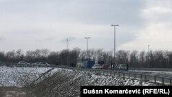 Serbi: Policia bllokon rrugën që çon në sallën e sporteve në Kovilovo, ku ishte paraparë të mbahej ndeshja në mes të Kosovës dhe Serbisë