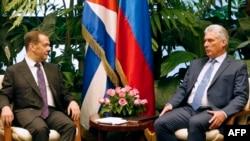 Дмитрий Медведев с президента на Куба Мигел Диас-Канел