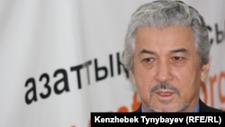 Бывший политзаключенный Хасен Кожа-Ахмет в редакции радио Азаттык. Алматы, 1 декабря 2009 года.