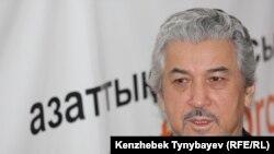 Советтік Қазақстанның диссиденті, 1986 жылғы желтоқсан қозғалысына қатысушы композитор Хасен Қожахмет Азаттықтың Алматыдағы бюросында, 1 желтоқсан 2009 жыл.