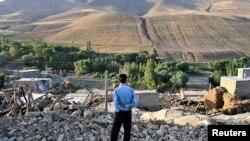 Iran -- A man looks at damaged houses in the earthquake-stricken village of Varzaqan near Ahar, in East Azerbaijan province, 12Aug2012