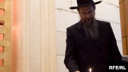 Церемония зажжения свечей, посвященная памяти жертв Холокоста в Московском еврейском общинном центре