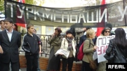 В пикете, организованном туркменской оппозицией, приняли участие около 20 человек