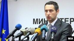 Министерот за здравство, Никола Тодоров.