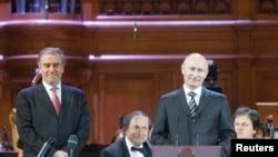 Valeri Gergiev și premierul Vladimir Putin la deschiderea Concursului Ceaikovski la 14 iunie la Moscova