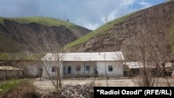 Tajikistan -- Shuroobod, Odinaboyi district, Village, house, 21 April 2014