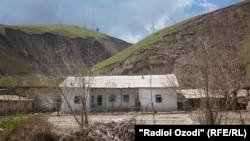 Tajikistan -- Shuroobod, Odinaboyi district, Village, house, 21 April 2014