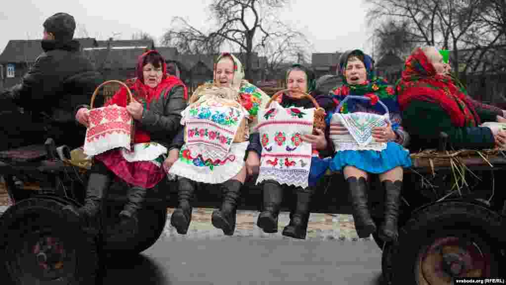 Женщины в селе Тонеж в Беларуси празднуют Чырачку 10 марта. Отмечают его в последний день Масленичной недели. (Svaboda.org, RFE/RL)