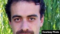 اتهامات عدنان حسن پور نقشه برداری از مختصات مراکز نظامی ايران، فراری دادن دو محکوم از استان خوزستان به خارج از کشور و مصاحبه با رسانه های بيگانه است.