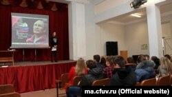 Глава студенческого штаба в поддержку Путина Дарья Рыбакова агитирует студентов
