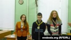 пераможцы «Беларускага пяціборства»: (зьлева на права): Ангеліна Жыркевіч, Ільля Касакоў, Ангеліна Бялясава