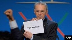 Beynəlxalq Olimpiya Komitəsinin prezidenti Jacques Rogge 2020-ci ildə keçiriləcək Yay Olimpiya Oyunlarının paytaxtının adını açıqlayan zaman