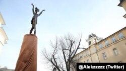 Памятник балерине Майе Плисецкой в Москве
