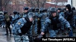 Гибель Егора Свиридова стала поводом для столкновений фанатов и полиции на Манежной площади