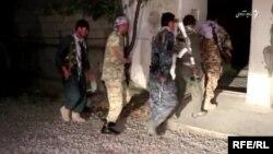 آرشیف: نیروهای پولیس در هنگام یک عملیات شبانه