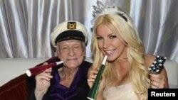 Хью Хефнер и его третья жена 26-летняя Кристал Хэррис. 31 декабря 2012 года.