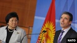Президент Отунбаева НАТО баш катчысы Андерс Расмуссен менен. Брюссель, 28-февраль.