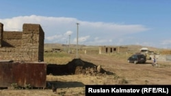 На участке Кок-Булак Сузакского района началась новая жизнь для тех, кто переселился из-за угрозы возникновения стихийных бедствий.