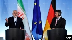 German Foreign Minister Sigmar Gabriel (right) says his Iranian counterpart Mohammad Javad Zarif (left) will be invited to discuss the recent protests in Iran with the EU. (file photo)