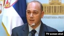 Krstimir Pantić nakon napada na konferenciji za novinare u Skupštini Srbije, 2. novembar 2013.