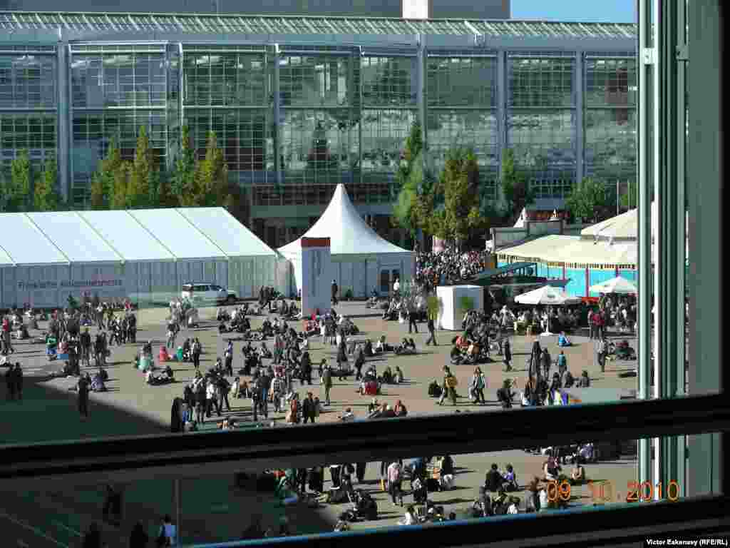 Zile însorite în Piața Tîrgului - Frankfurt Book Fair, general view, 2010