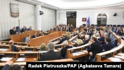 Засідання у польському сенаті у Варшаві, 1 лютого 2018 року
