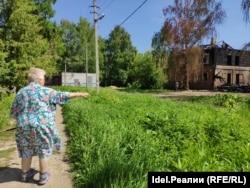 Зайтуна Короткова показывает последствия пожаров