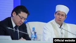 Баглан Майлыбаев (слева), заместитель руководителя администрации президента. Астана, 19 февраля 2015 года.