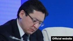 Бағлан Майлыбаевтың президенті әкімшілігінің қызметкері кезіндегі суреті.