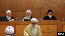 محمود هاشمی شاهرودی، و احمد جنتی، دو عضور شورای نگهبان در یکی از نشستهای مجلس خبرگان رهبری