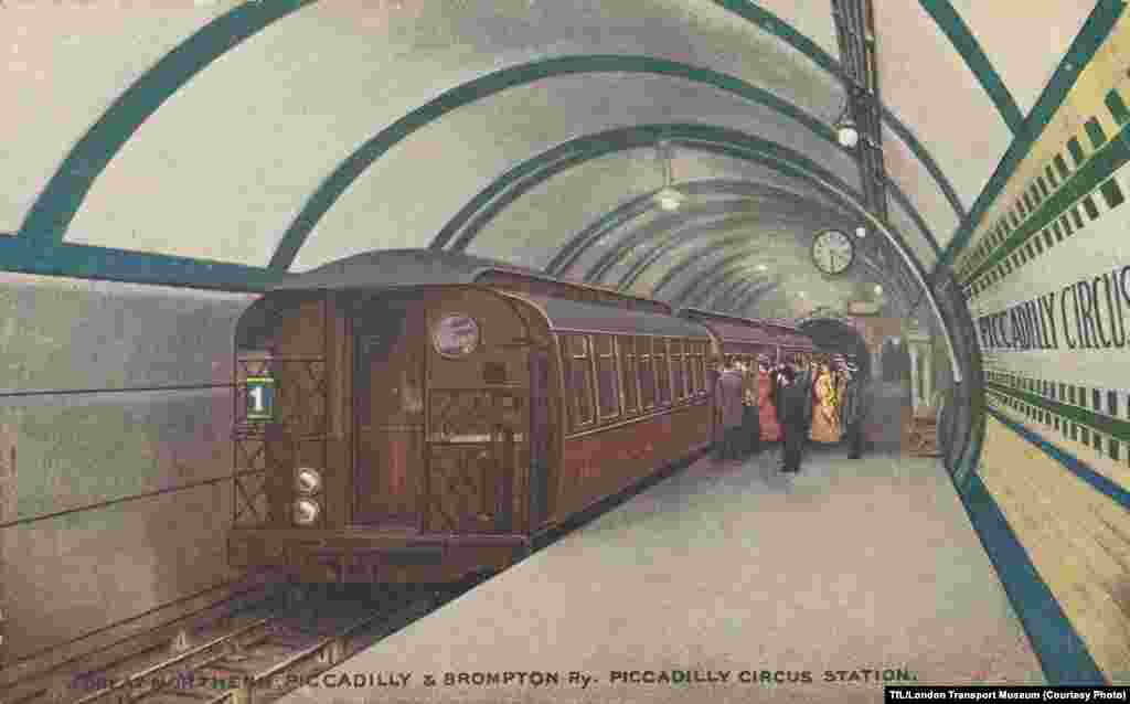 A 1906 postcard of a train at Piccadilly Circus Station