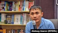 Адильхан Ержанов во время творческой встречи в Алматы. 30 января 2020 года.