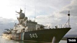 Российский крейсер 'Новоросийск' у берегов Абхазии