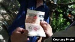 Кыргызский паспорт старого образца.