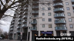 У цьому будинку на Лаймхарбор, 3 у Лондоні має квартиру Роман Насіров